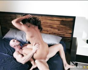 Cock starved convict hot babe is on the lam and on the hunt for a big juicy cock