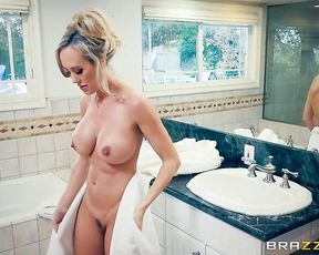 Who better to teach me how to fuck than my sexy stepmom?