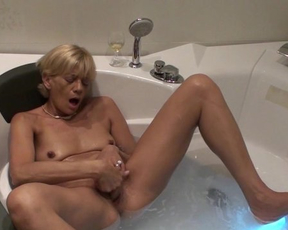 Mature bitch loves to masturbate in the shower hardcore until she cums