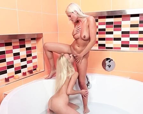 One on one lezzie shower scenes between two naked blonde on fire