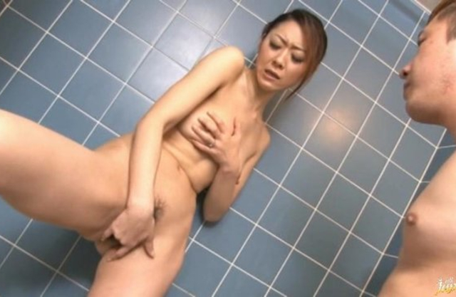 Naked Asian girlfriend toys her needy pussy and fucks in the shower
