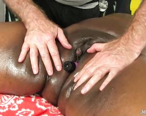Masseur prepares black woman for sex masturbating naked pussy with toys