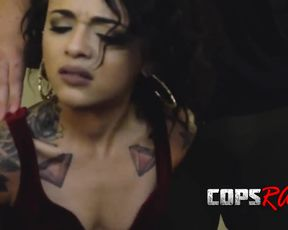 Cop catches black escort girl and naked poor thing gives him blowjob