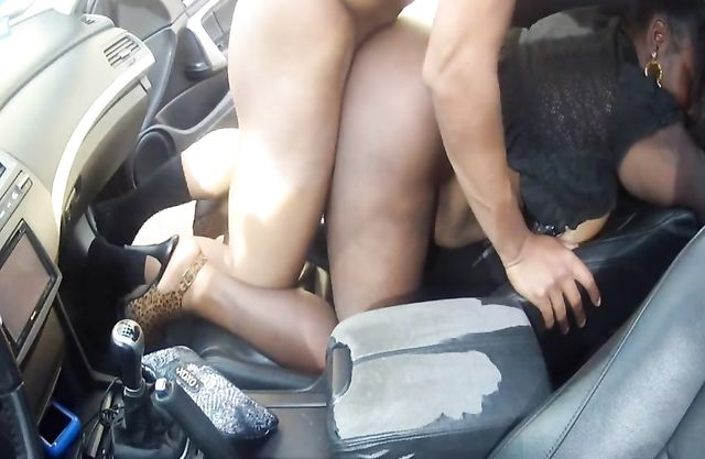 Amateur Ebony couple arranged naked copulation in own sport coupe