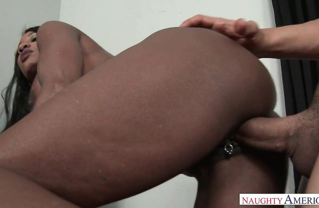 Stud passes the exam fucking black pussy of naked geography teacher