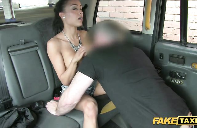 Black chick agrees to have naked sex in the back seat for a free ride