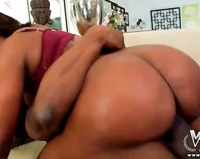 Cutest naked black girl with skillful pussy has vaginal sex with BBC