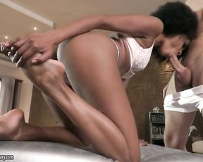 Ebony cutie with wonderful hair thanks masseur blowing naked dick