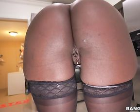Ebony babe is irresistibly fascinating when she is getting naked