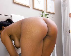 Dirty perv peeps on naked Ebony stepsister washing body in shower