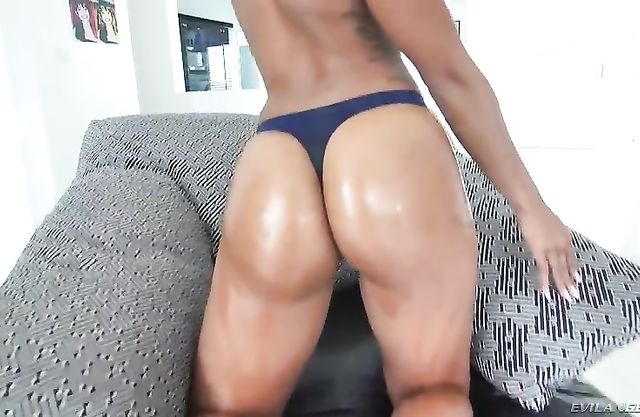 Ebony slut has a round butt and she is going to show it off naked