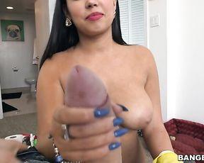 Smoking-hot Arab maid in yellow glove blows naked penis on camera
