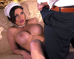 Luxurious naked maid relaxes client with fantastic blowjob on sofa