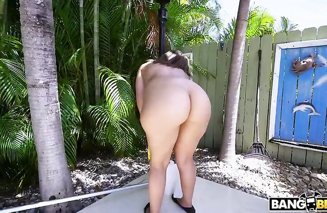 Cute Latina maid for money agrees to clean territory absolutely naked