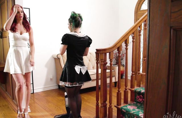 Naked ass turns lesbian on so much that she masturbates looking at maid