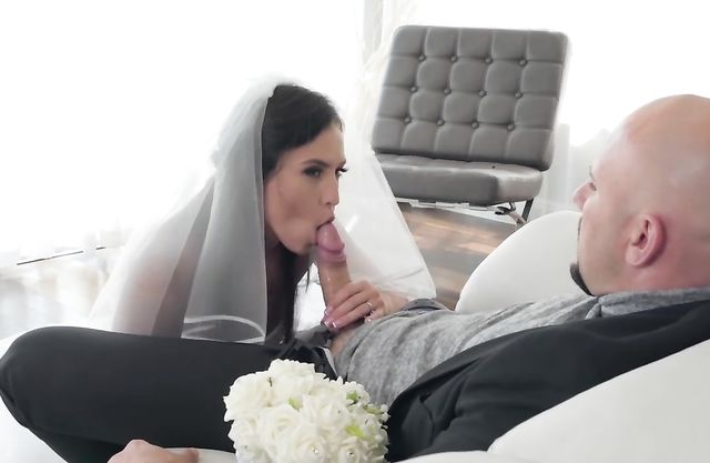 Big-assed girl with naked curves seduces officiant before wedding