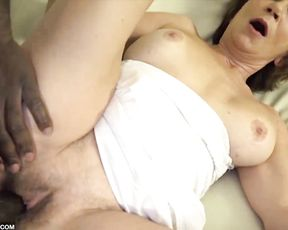 Naked mature anally jumps on impressive black cock like young girl