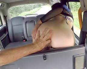 Taxi driver fucks naked girl with violet hair and tattooed pubis in backseat