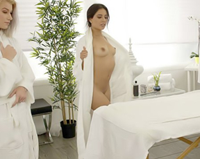 Girl hurt naked eye with their beauty and handsome masseur bonks them