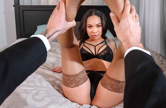 First date ends with a hot fuck with this blasian sex goddess
