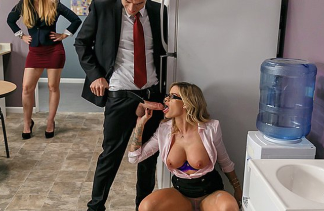 Boss and new girl found time for sneaky naked sex right in office