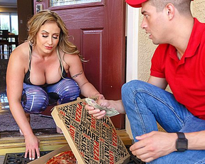 Pizza boy can't reject cougar who was in desperate need of naked fuck