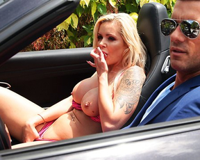 Blonde pornstar teases bodyguard to motivate to fuck her naked snatch
