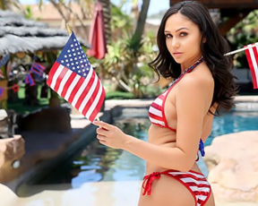 Outdoor naked sex is how pretty brunette celebrates Independence day