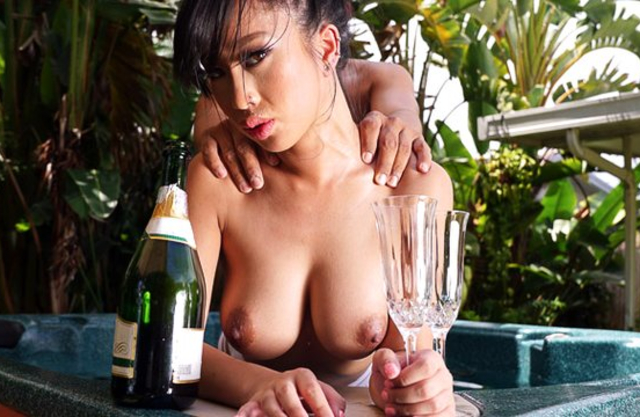 Asian slut with big naked tits invited tall lover for fun in hot tub