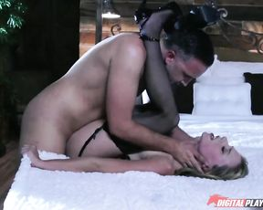 Sexy girl finally finds man who's able to satisfy her naked dreams