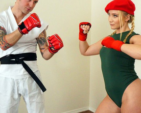 Pretty girl interrupts cosplay to have naked fun with her boyfriend