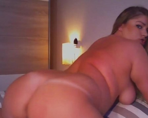 Naked webcam girl with fatty body uses sex toys to make pussy happy