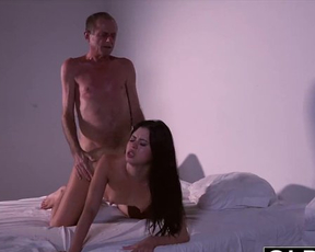 Aged dude fucks a young naked stunner and eats her amazing soaking pussy