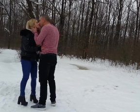 Amateur couple not afraid to try naked lovemaking in winter forest