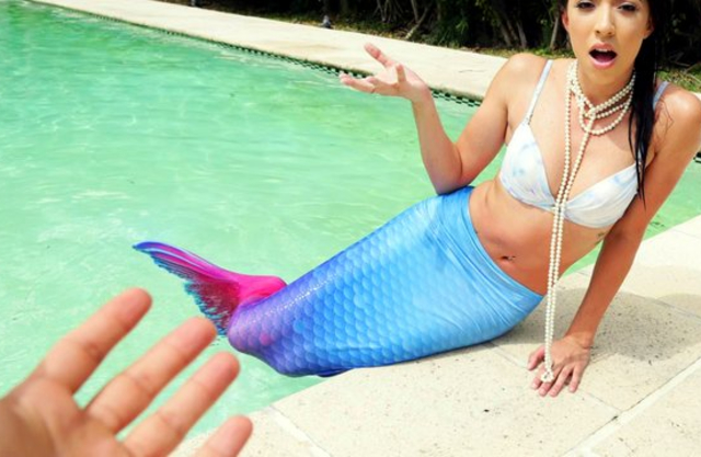 Latina mermaid takes off fishtail and naked cameraguy fucks her