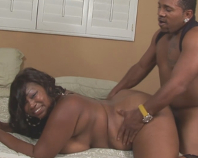 Skillful Ebony man able to drill voluptuous naked woman till satisfaction