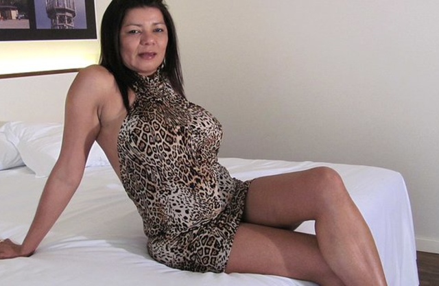 Latina MILF kindly agrees to masturbate naked vagina on camera