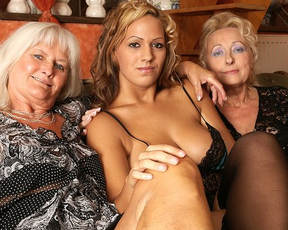 Naked mature women want to give pleasure to girl with their tongues