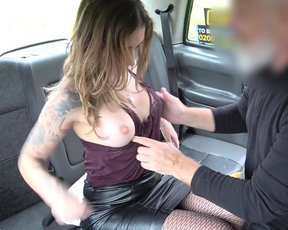 Woman in fishnet pantyhose is fucked by naked taxi driver in back seat