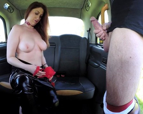 Taxi driver interrupts ride to have fun with naked woman in backseat