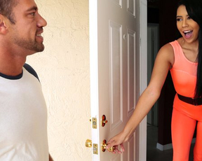 Latina real estate agent hopes that naked sex will make man buy house