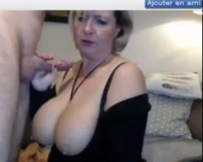 Webcam whore with big naked jugs gives pleasure to viewers being face-fucked