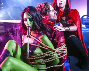 Cosplay action starring naked green-skinned slut and bound curly guy
