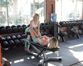 Fit amateurs are working the same dick in a mega naughty threesome XXX play