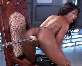 Nude ebony slut drives whole dildo down the ass in smashing fuck machine solo
