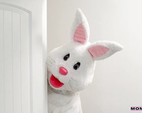 Petite blonde girlfriend gets naked to get screwed by a crazy bunny