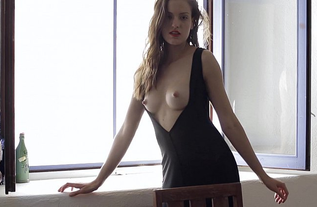 Amateur shows off her nude forms in a sensual solo tryout on cam
