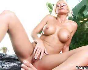 Bimbo slut with a nice body enjoys sucking and fucking a cock in the shower