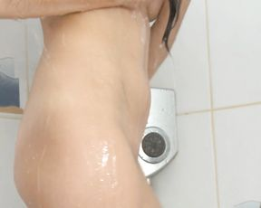 You will cum fast watching this naked girl masturbating in the shower