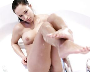 Special nude porn in the shower with a milf addicted to her pussy